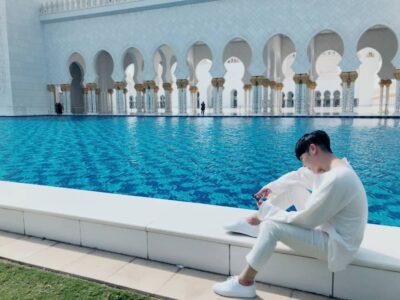 公式インスタ:アブダビのモスクにて
